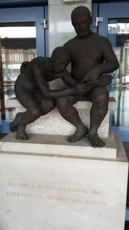 Luton statue